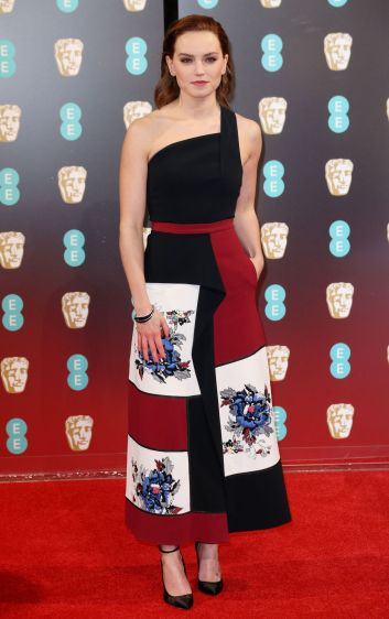 daisy-ridley-in-roland-mouret