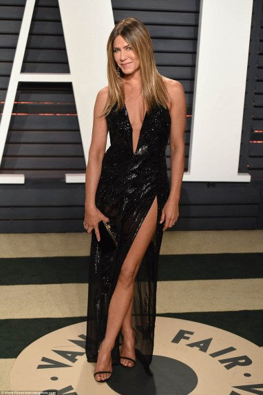 jennifer-aniston-in-atelier-versace-fall-2016-couture