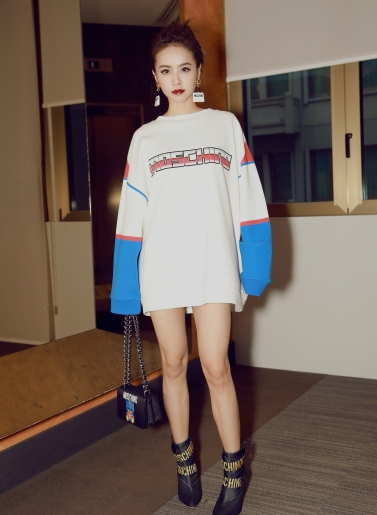 jolin-tasi-in-moschino