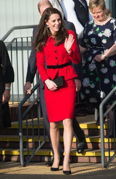 kate-middleton-in-luisa-spagnoli-red-skirt-suit-1