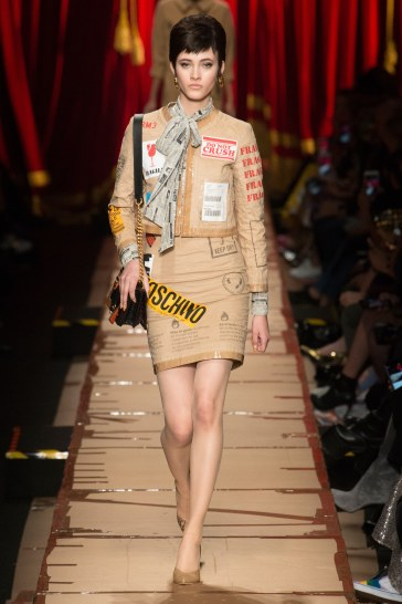 moschino-fall-2017-look-12