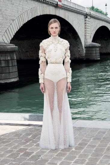 Givnechy Fall 2011 Couture