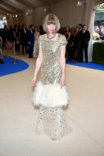 Anna Wintour in Chanel Spring 2017 Couture-1