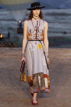 Christian Dior Resort 2018 Look 33