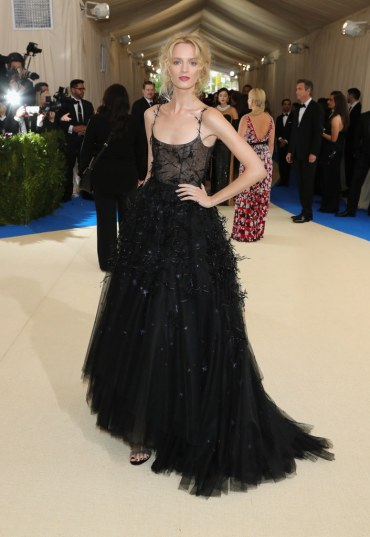 Daria Strokous in Dior Spring 2017 Couture