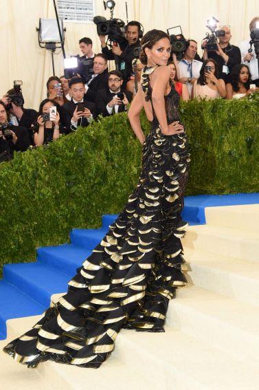 Halle Berry in Atelier Versace-1