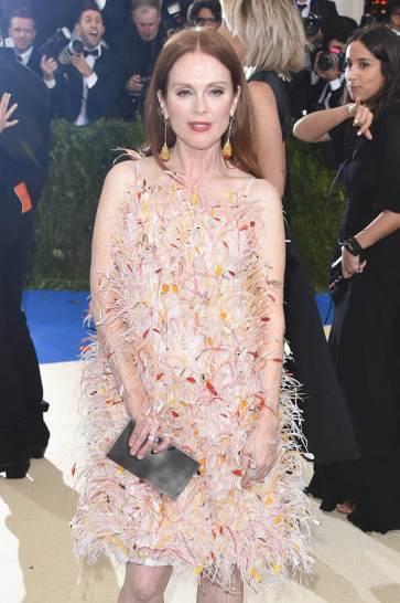 Julianne Moore in Calvin Klein Fall 2017-2