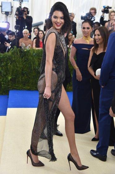 Kendall Jenner in La Perla-3