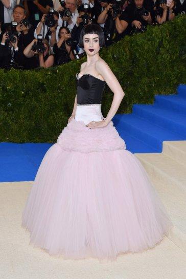 Lily Collins in Giambattista Valli Fall 2016 Couture-2