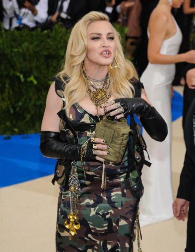 Madonna in Moschino-1