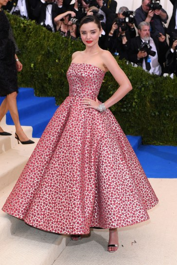 Miranda Kerr in Oscar de la Renta Fall 2017