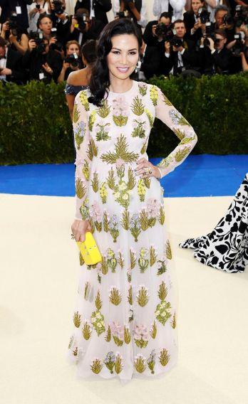 Wendi Deng Murdoch in Giambattista Valli Spring 2017 Couture
