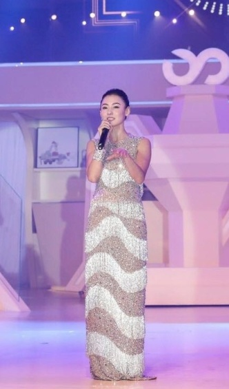 Cecilia Cheung in Michael Kors Pre-Fall 2017-1