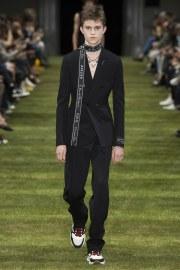 Dior Homme Spring 2018 Menswear Look 1