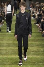 Dior Homme Spring 2018 Menswear Look 15
