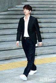 Gong Yoo in Louis Vuitton-1