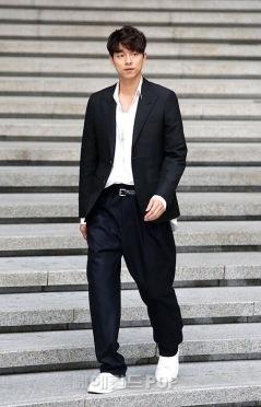 Gong Yoo in Louis Vuitton-4
