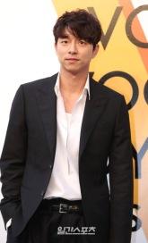 Gong Yoo in Louis Vuitton-5
