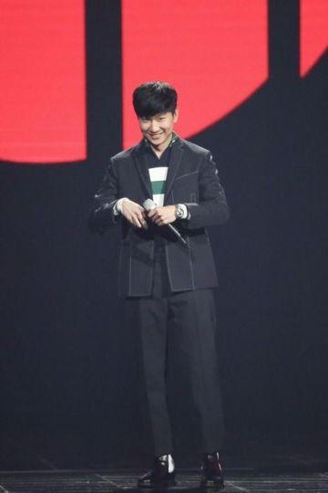 JJ Lin in Fendi Fall 2017 Menswear-2