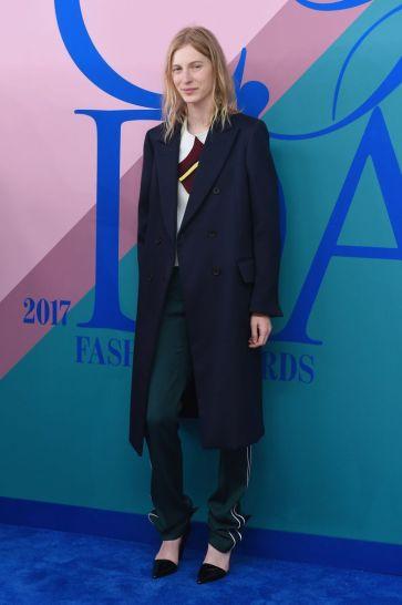 Julia Nobis in Calvin Klein Fall 2017