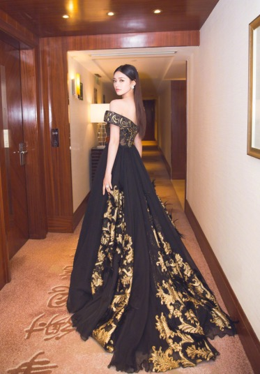 Lin Yun in Tony Ward Fall 2016 Couture-1