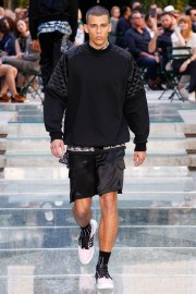 Versace Spring 2018 Menswear Look 17