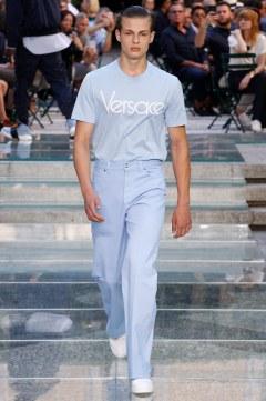 Versace Spring 2018 Menswear Look 19
