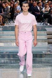 Versace Spring 2018 Menswear Look 21
