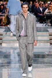 Versace Spring 2018 Menswear Look 28