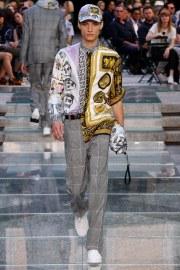 Versace Spring 2018 Menswear Look 29