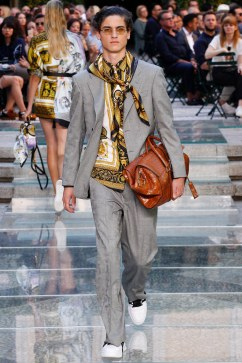 Versace Spring 2018 Menswear Look 31
