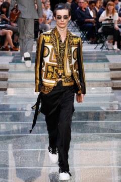 Versace Spring 2018 Menswear Look 32
