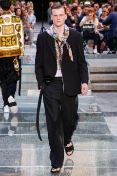 Versace Spring 2018 Menswear Look 33