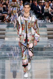 Versace Spring 2018 Menswear Look 35