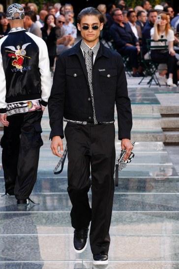 Versace Spring 2018 Menswear Look 38