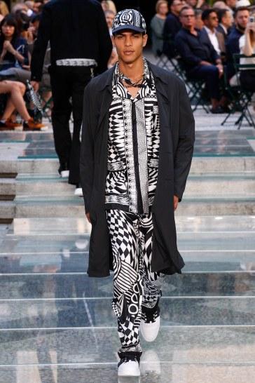 Versace Spring 2018 Menswear Look 39