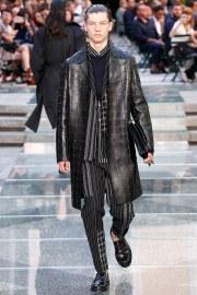 Versace Spring 2018 Menswear Look 4