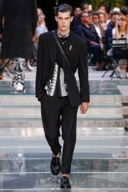 Versace Spring 2018 Menswear Look 40