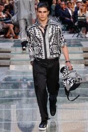 Versace Spring 2018 Menswear Look 42