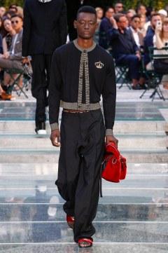 Versace Spring 2018 Menswear Look 45