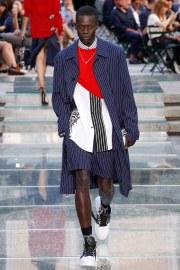 Versace Spring 2018 Menswear Look 8