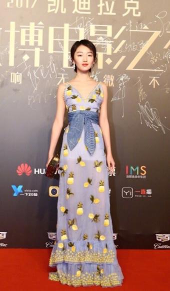 Zhou Dong Yu in Altuzarra Spring 2017-2