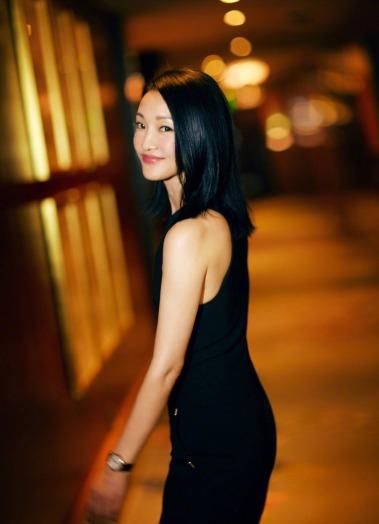 Zhou Xun in Mugler Pre-Fall 2017-1