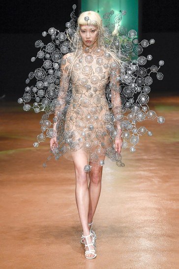 Iris van Herpen Fall 2017 Couture Look 18