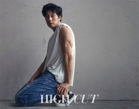 So Ji Sub High Cut July 2017-1