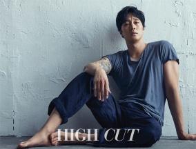 So Ji Sub High Cut July 2017-2