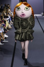 Viktor & Rolf Fall 2017 Couture Look 1