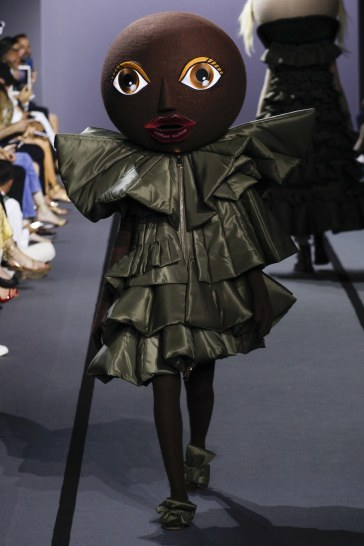 Viktor & Rolf Fall 2017 Couture Look 13