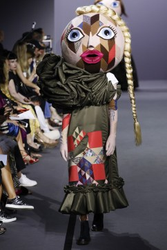 Viktor & Rolf Fall 2017 Couture Look 18