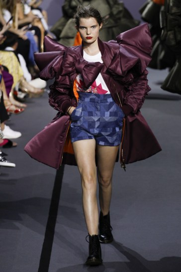 Viktor & Rolf Fall 2017 Couture Look 26